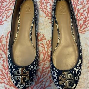 Tory Burch Navy blue and white flower ballet flat